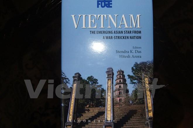 """Ra mắt cuốn sách """"Việt Nam: Ngôi sao châu Á vươn lên từ tro tàn chiến tranh"""" tại Ấn Độ"""