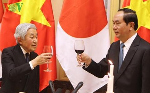 Nhà Vua và Hoàng hậu Nhật Bản mở tiệc trà mừng chuyến thăm Việt Nam thành công