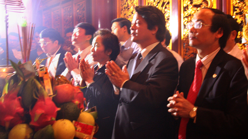 Vize-Staatspräsidentin Nguyen Thi Doan zum Gebet im Tempel der Hung-Könige