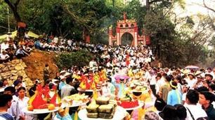 Start des Programms für das Fest im Tempel der Hung-Könige