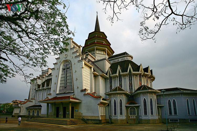 Die einzigartige Architektur der Kirchen im ganzen Land
