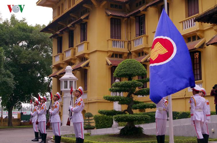 พิธีเชิญธงอาเซียนขึ้นสู่ยอดเสา