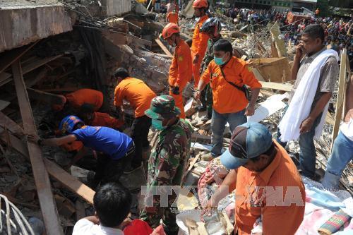 ประธานาธิบดีอินโดนีเซียลงพื้นที่ตรวจสอบสถานการณ์ในเขตที่ประสบเหตุแผ่นดินไหว