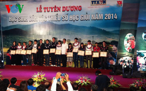 Outstanding ethnic minority students honoured