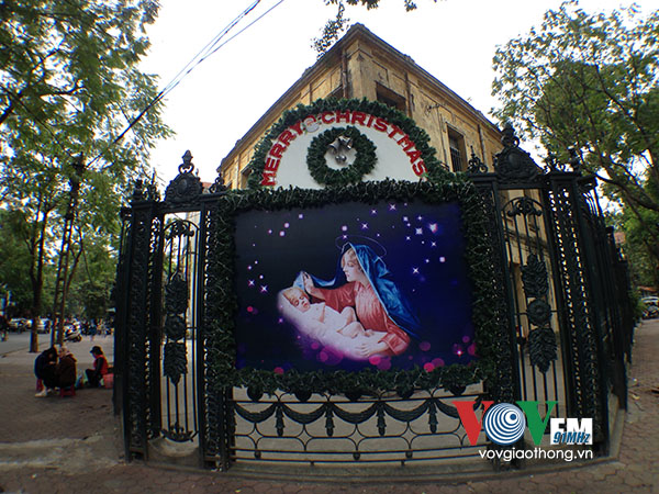 Hanoi's parishioners jubilantly prepare for Christmas