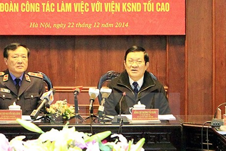 President Truong Tan Sang works with the Supreme People's Procuracy