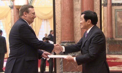 President Truong Tan Sang receives new foreign ambassadors