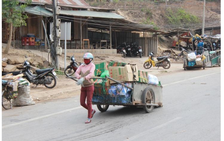 Pako, Van Kieu women make their living
