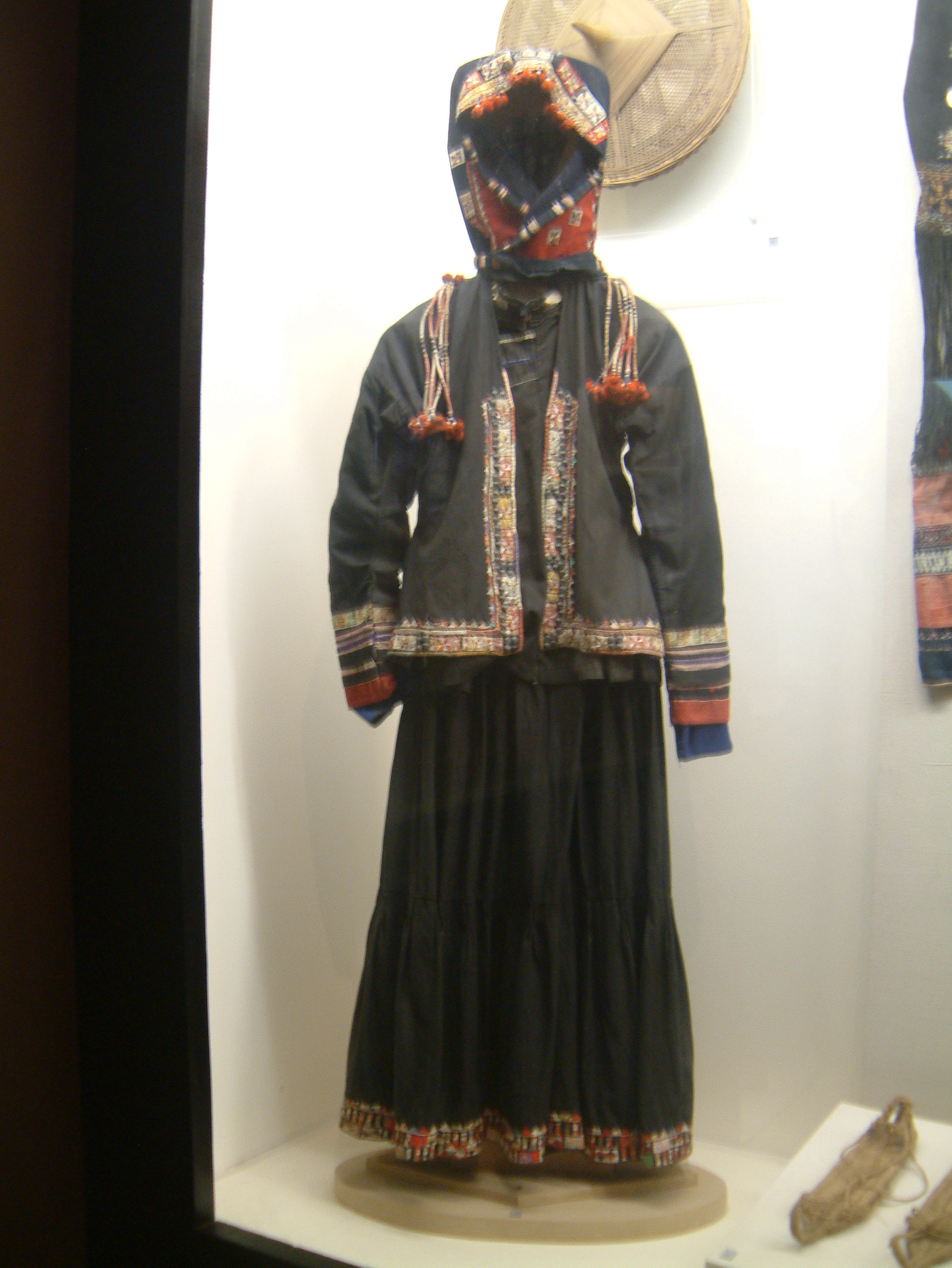 Pu Peo people preserve traditional clothes