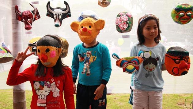 Making paper masks for Mid-autumn festival