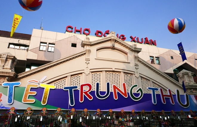 Colorful Hanoi's Old Quarter in Mid-autumn festival