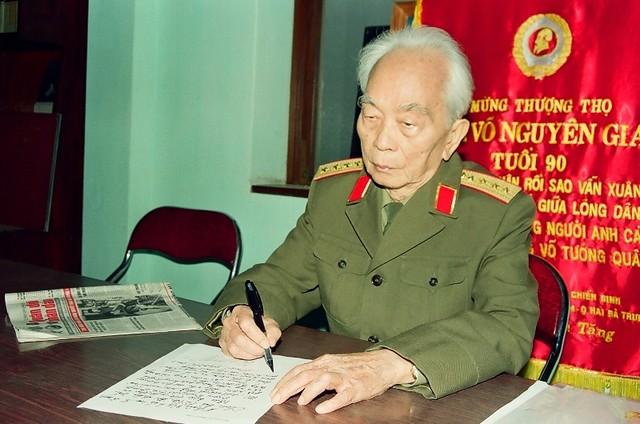 General Vo Nguyen Giap in the lenses of Tran Hong