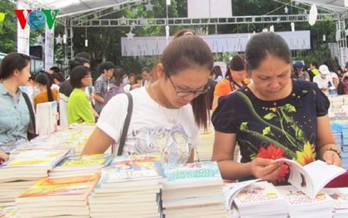Hanoi's Autumn Book Festival 2015