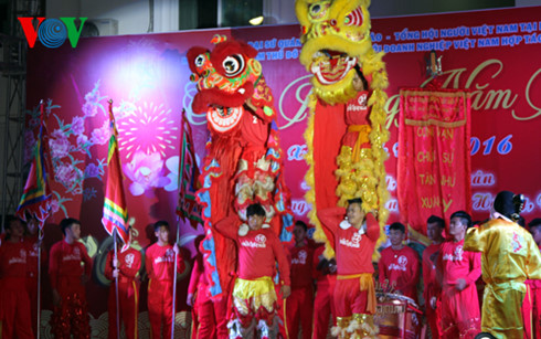 Overseas Vietnamese worldwide welcome lunar New Year festival