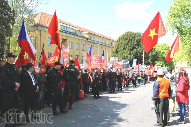 Vietnamese people in Czech Republic send letter of protest to China's ambassador over East Sea issue