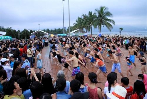 Flash mob to kick off Da Nang beach festival