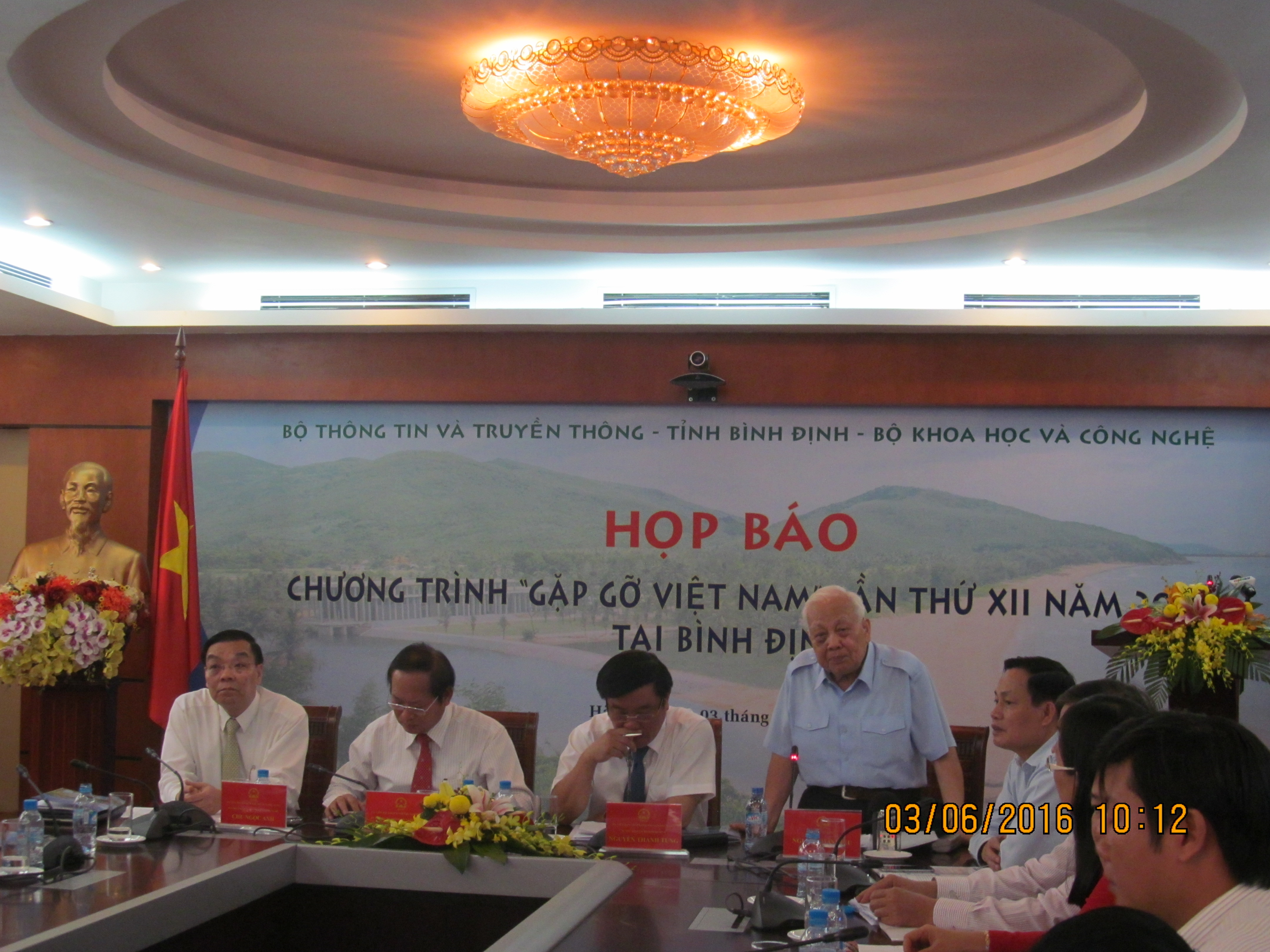 Meeting Vietnam program gathers scores of leading scientists