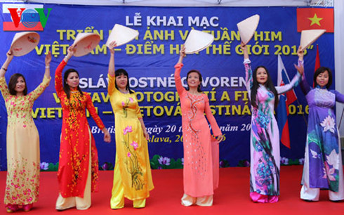 Vietnamese photos, films feature at cultural week in Slovakia