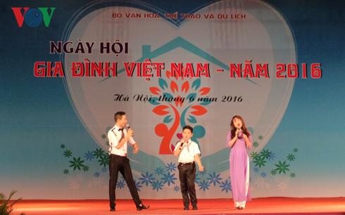 2016 Vietnam family festival day opens