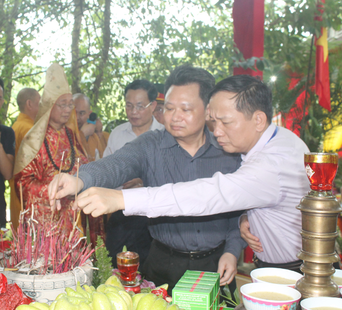 Quang Binh province holds requiem for martyrs and heroes