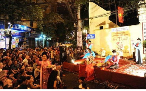 Traditional music livens up Hanoi's Old Quarter