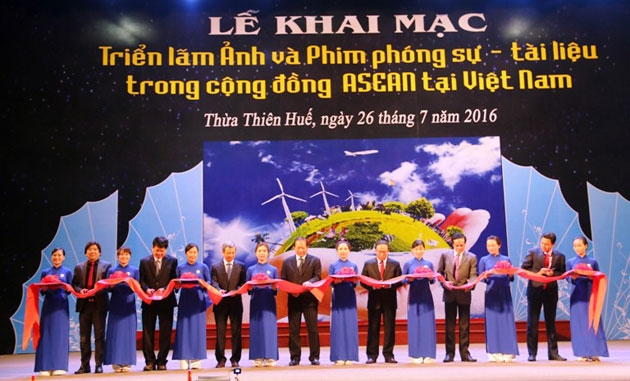 Exhibition of photos and documentaries about ASEAN community in Hue