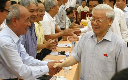 Party leader Nguyen Phu Trong meets voters in Hanoi