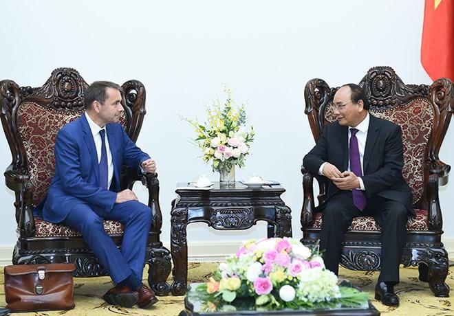 Prime Minister backs Hanoi railways project with France
