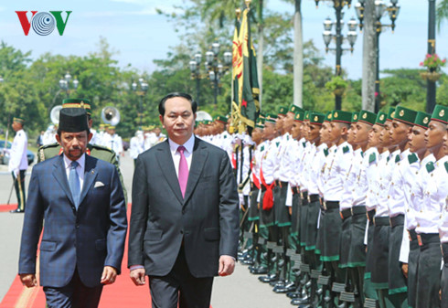 President Tran Dai Quang holds talks with Bruneian Sultan