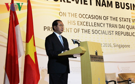 President Tran Dai Quang attends Vietnam-Singapore Business Forum