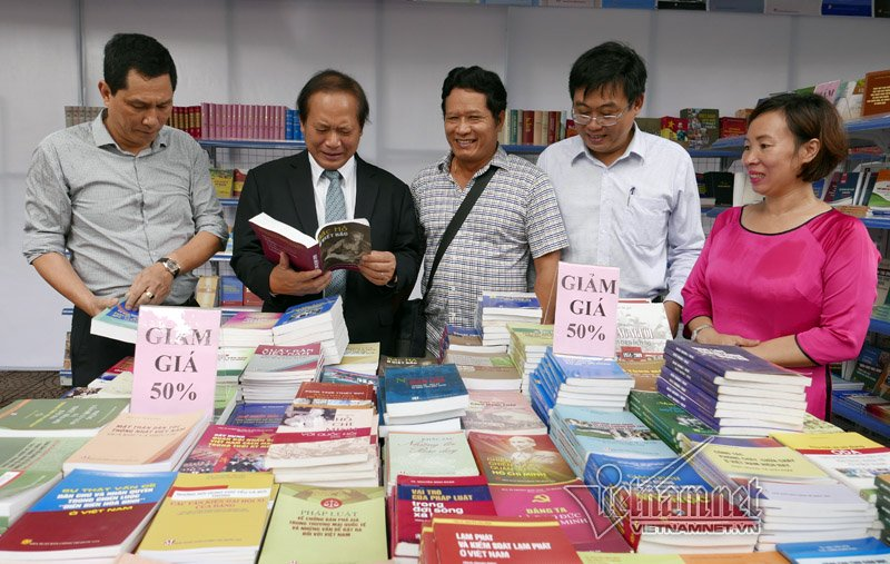 Autumn book fair 2016 opens