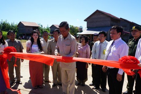 Vietnam Rubber Group contributes to Cambodia's social security