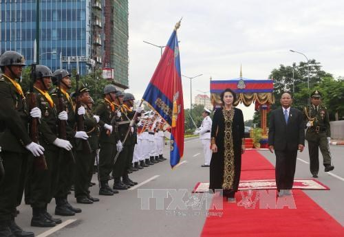 NA Chairwoman meets Cambodian PM