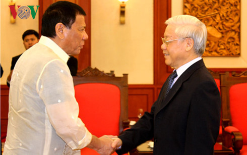 Party leader Nguyen Phu Trong receives Filipino President
