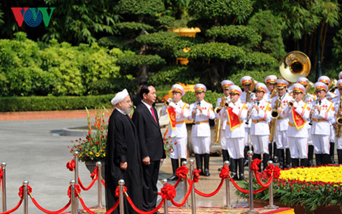 Vietnam, Iran issue joint statement on Iran President's visit
