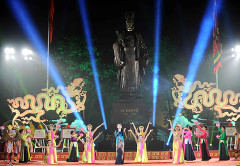 Art programmes celebrate Hanoi's Liberation Day