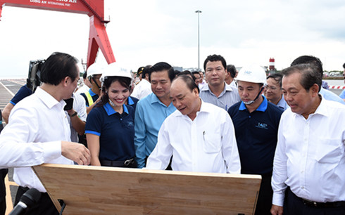 Prime Minister Nguyen Xuan Phuc attends investment promotion conference in Long An