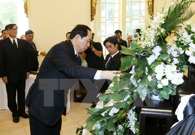 President Tran Dai Quang pays tribute to late Thai King