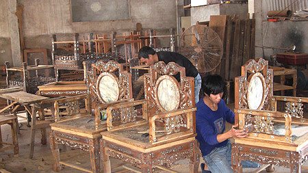 Visiting Hai Minh carpentry village
