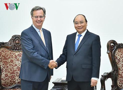 Prime Minister Nguyen Xuan Phuc receives Spain's Ambassador