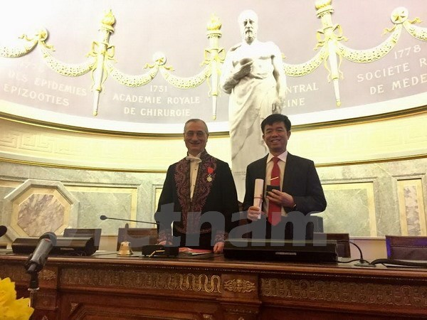 Vietnam professor becomes academician at French medicine academy