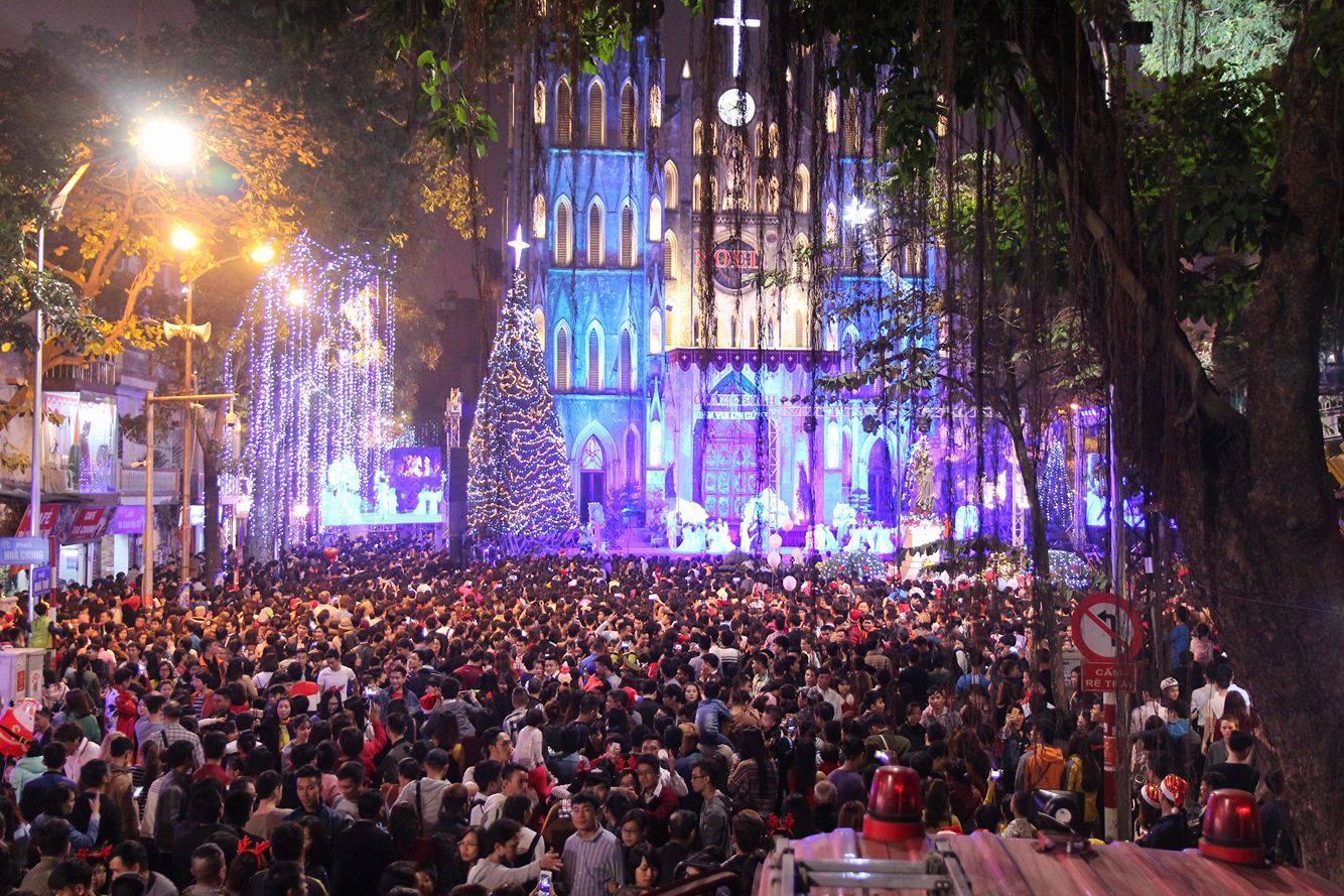 Vietnam: a joyful Christmas Season