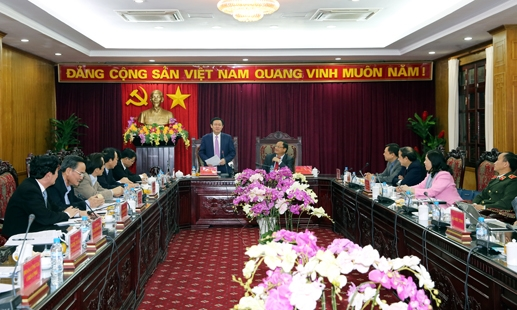 Deputy Prime Minister Vuong Dinh Hue works with Bac Kan leaders