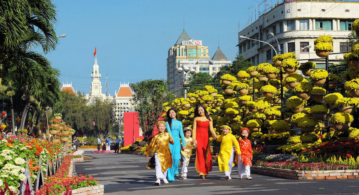 Ho Chi Minh City prepares flower streets for Tet