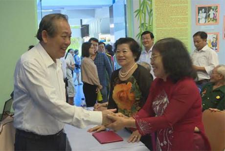 Deputy Prime Minister Truong Hoa Binh meets former revolutionary prisoners