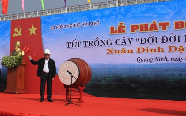 President Tran Dai Quang launches tree planting festival in Quang Ninh