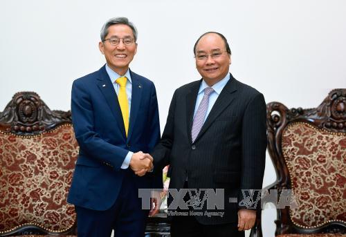 PM Nguyen Xuan Phuc receives President of Korea's Kookmin Bank Financial Group