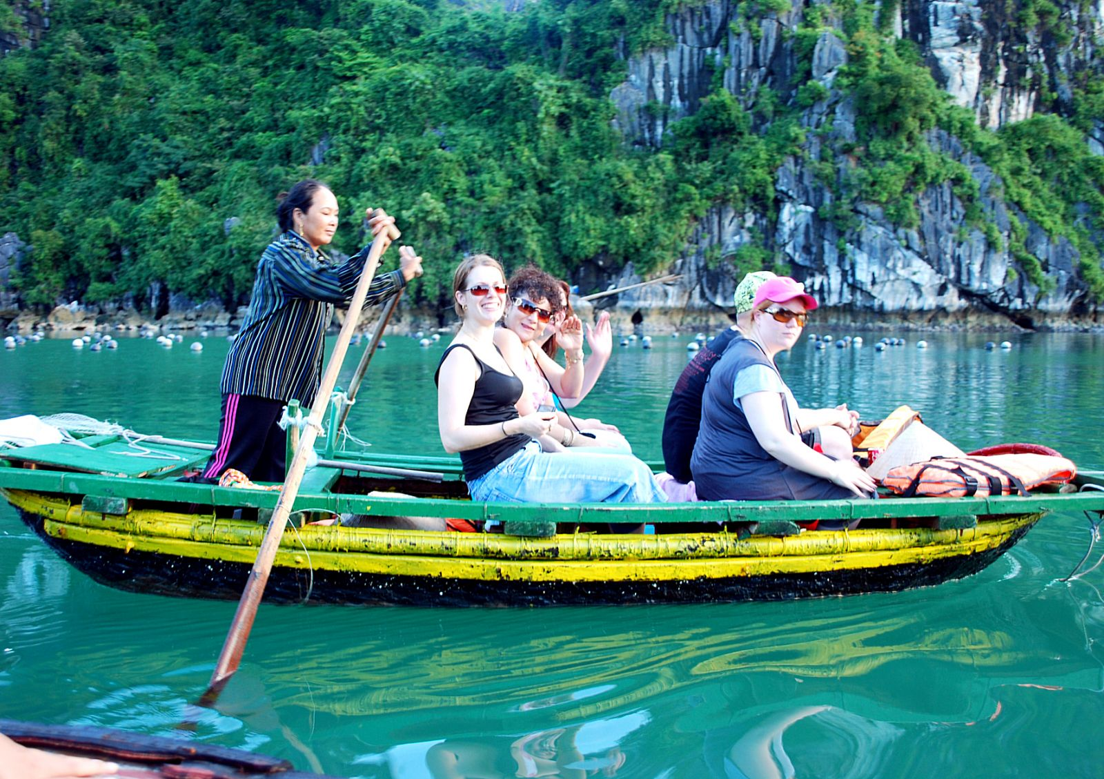 Vietnam receives record number of foreign tourists
