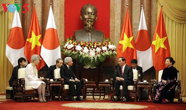 Japanese Emperor's Vietnam visit attracts media attention