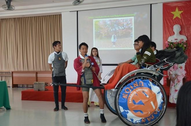 Japanese rickshaw trippers stop for Da Nang visit